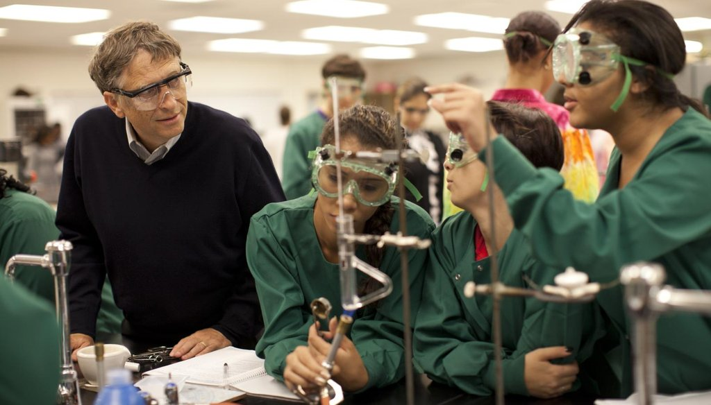 Microsoft founder Bill Gates observes Tampa, Fla., students Kimberly Barretto, left, Yeisy Rodriguez and Shahrzad Museau. (Gates Foundation/Christopher Farber)