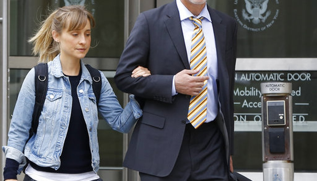 Allison Mack, left, leaves federal court Tuesday, April 24, 2018, in the Brooklyn borough of New York. Federal prosecutors say the television actress best known for playing a young Superman's close friend has been charged with sex trafficking. (AP)