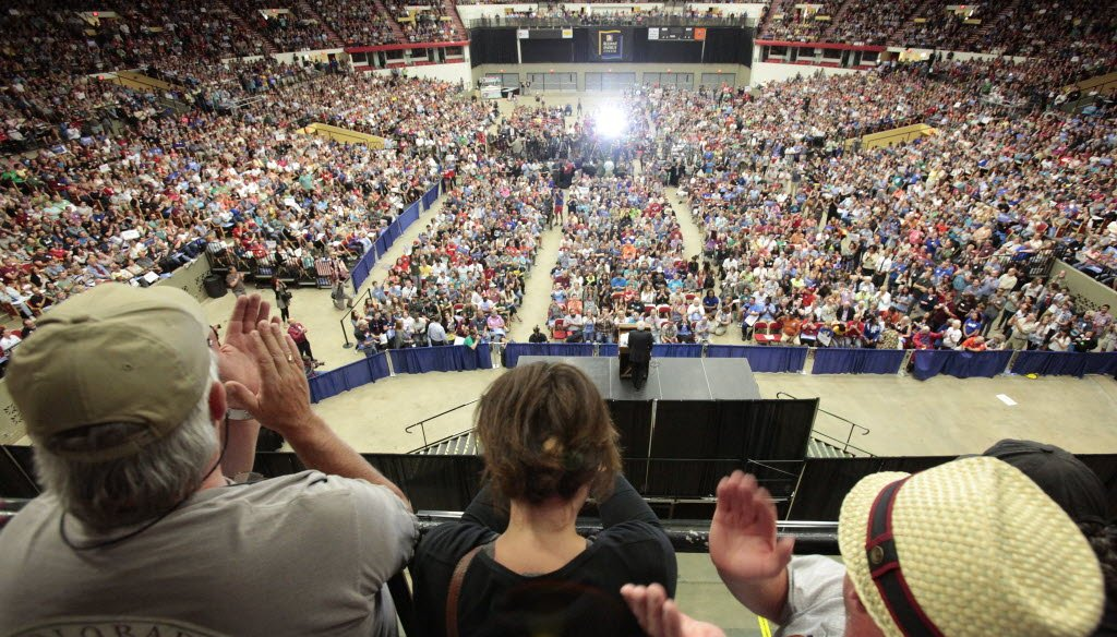 A crowd estimated by Bernie Sanders' campaign at 10,000 people attended Sanders' rally in Madison, Wis. on July 1, 2015. (AP photo)