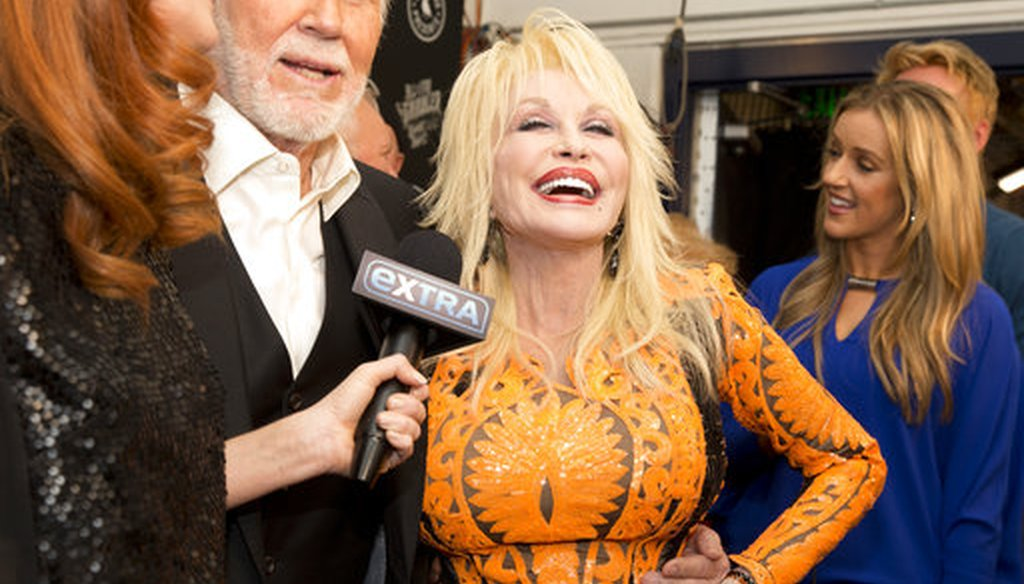 """From left, Kenny Rogers and Dolly Parton share a laugh on the red carpet prior to the """"All In For The Gambler: Kenny Rogers' Farewell Concert Celebration"""" at Bridgestone Arena on Wednesday, Oct. 25, 2017 in Nashville, Tenn. (AP)"""