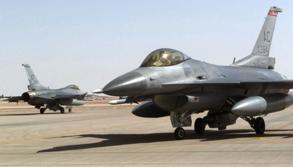 Force F-16 Falcons from the New Jersey Air National Guard are armed at Prince Sultan Air Base in Saudi Arabia while enforcing the no-fly zone in southern Iraq in 2000. (US Air Force)