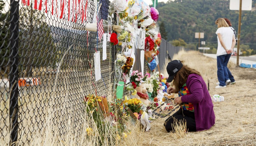 Visitors at a makeshift memorial outside Umpqua Community College in Roseburg, Ore., Oct. 7, 2015. (New York Times)