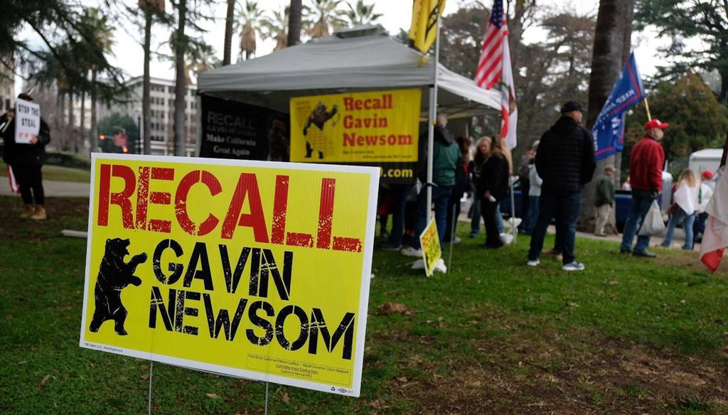 A sign promotes recalling Gov. Gavin Newsom at a Jan. 6 rally of Trump supporters at the California Capitol. Andrew Nixon / CapRadio