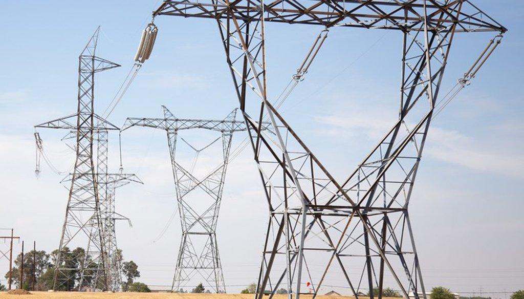 Power lines in Sacramento County, Calif. Andrew Nixon / CapRadio