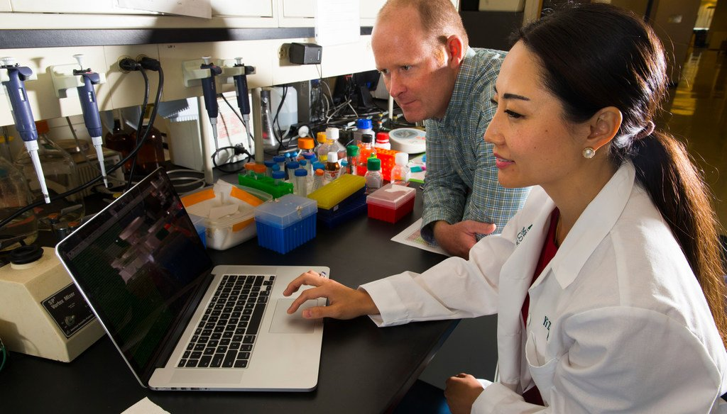 Researchers Paul Auer and Yi Zhang are shown Sept. 27, 2017 at the Medical College of Wisconsin in Wauwatosa. They created a company called GenoPalate, part of the class at startup accelerator Gener8tor.(Mark Hoffman/ Milwaukee Journal Sentinel