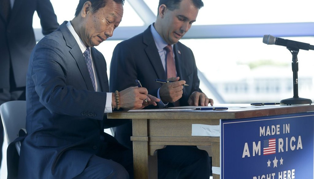 Foxconn chairman Terry Gou (left) and Gov. Scott Walker have signed a memorandum of understanding for Foxconn to build a manufacturing plant in Wisconsin, but it doesn't contain specific requirements. (Mike De Sisti/Milwaukee Journal Sentinel)