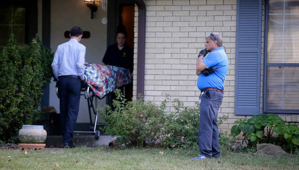 Tulsa Police Sgt. David Walker, right, on the scene of a South Tulsa homicide where a father was reportedly shot in front if his children Oct. 1, 2017. (Mike Simons/Tulsa World)