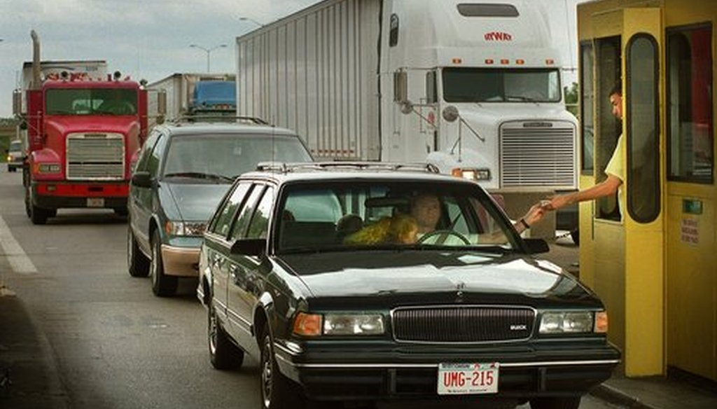 Cars and trucks line up at toll booths near the Illinois Wisconsin border on I-94 West during the afternoon rush. (Milwaukee Journal Sentinel file photo.)