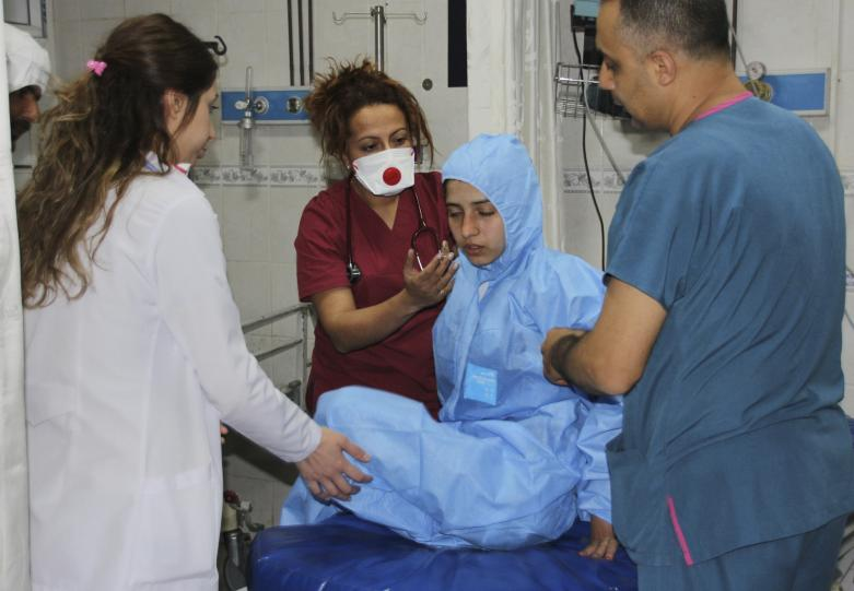In this photo taken on late Tuesday, April 4, 2017 and made available Wednesday, April 5, Turkish medics check a victim of alleged chemical weapons attacks in Syrian city of Idlib, at a local hospital in Reyhanli, Hatay, Turkey. (AP)