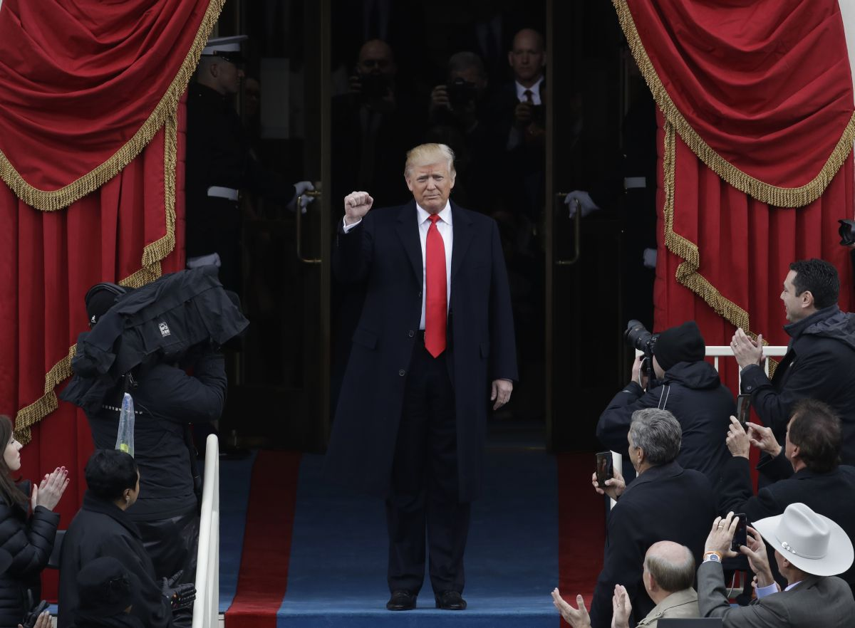 President-elect Donald Trump pumps his fist as he arrives for his Presidential Inauguration at the U.S. Capitol in Washington, Friday, Jan. 20, 2017. (AP Photo/Patrick Semansky)