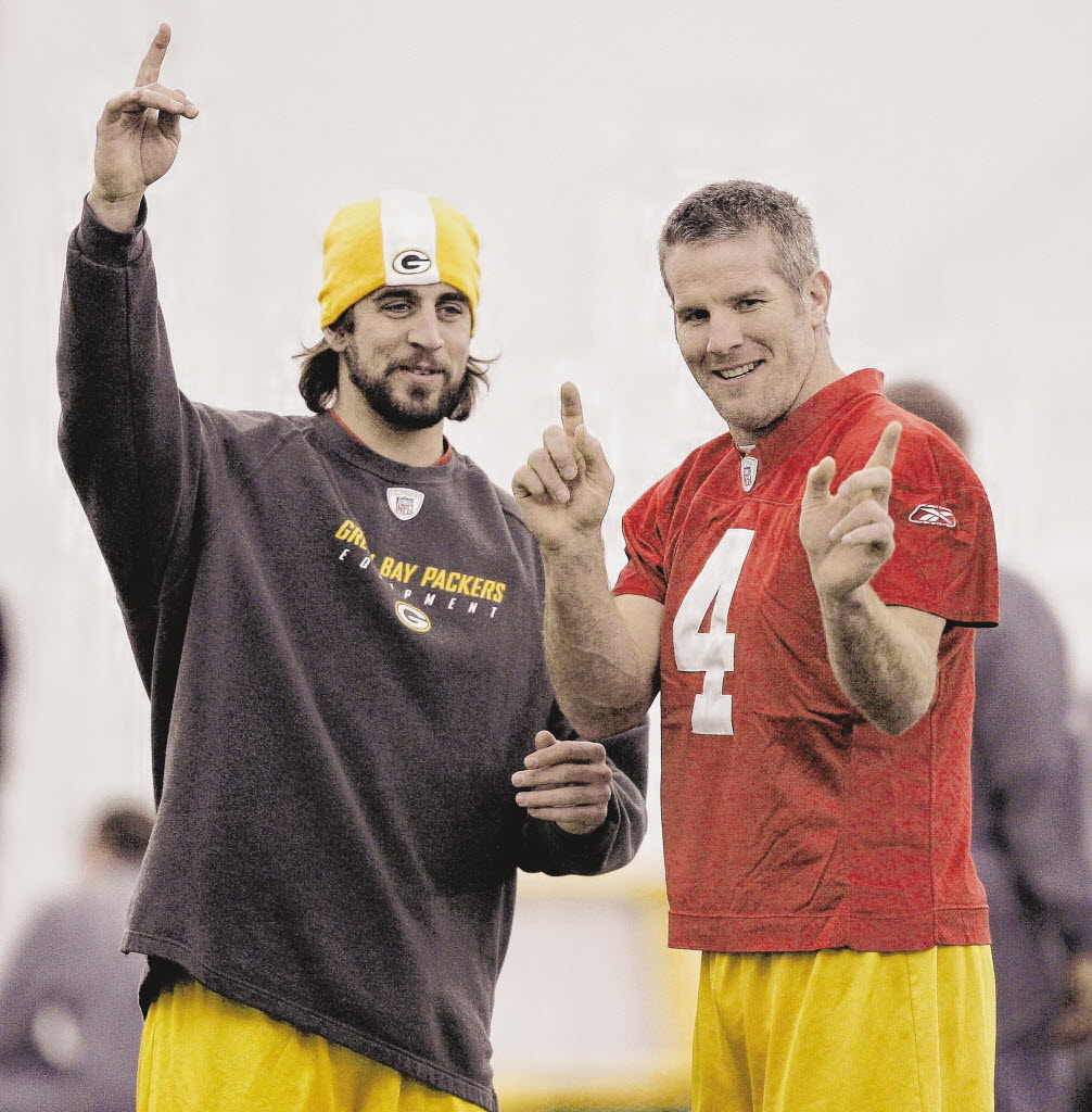 Aaron Rodgers (left) eventually succeeded Brett Favre as quarterback of the Green Bay Packers. (AP photo)