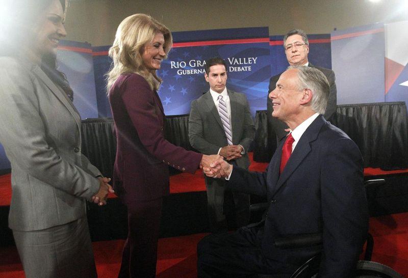 Texas state Sen. Wendy Davis shakes hands with Texas Attorney General Greg Abbott after a debate on Sept. 19, 2014. (AP photo)