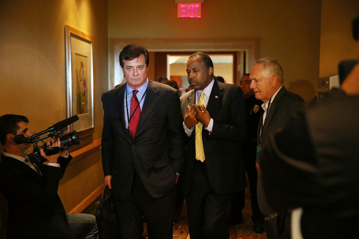 Republican presidential candidate Donald Trump's political strategist Paul Manafort (L) speaks with former Republican presidential candidate Ben Carson as they arrive for a Trump for President reception April 21, 2016. (Getty)