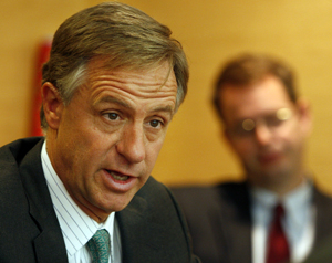 Tennessee Gov. Bill Haslam has presided over tax cuts and an increase in the rainy-day fund, but the libertarian Cato Institute still gave him a 'D.'