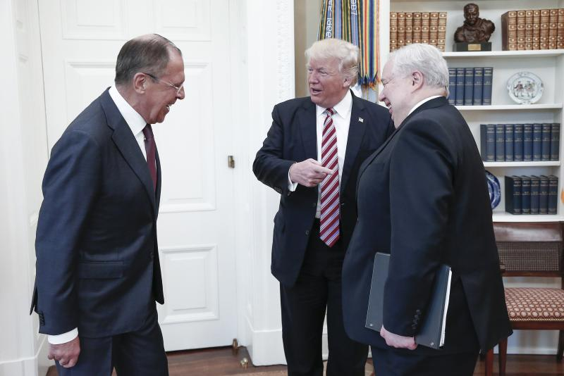 From left, Russia's Foreign Minister Sergei Lavrov, U.S. President Donald Trump, and Russian Ambassador to the United States Sergei Kislyak talk during a meeting in the Oval Office at the White House on Wednesday, May 10, 2017, in Washington, D.C. (TASS)
