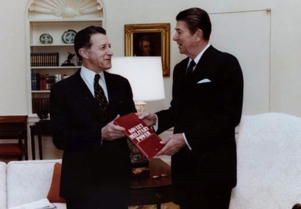 Then-secretary of Defense Caspar Weinberger and President Ronald Reagan n in the White House in 1981. (Wikimedia Commons)