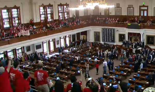 Opponents of Senate Bill 4, the measure intended to keep Texas communities from shielding unauthorized immigrants from deportation, demonstrated during Texas House proceedings May 29, 2017 (screenshot from Texas House video).