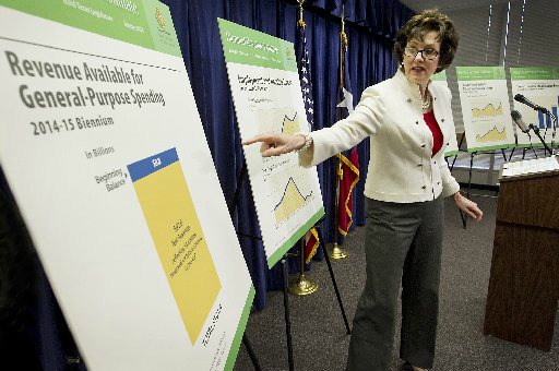 State Comptroller Susan Combs unveils her revenue forecast for 2014-15 on Jan. 7, 2013 (Austin American-Statesman, Ralph Barrera).
