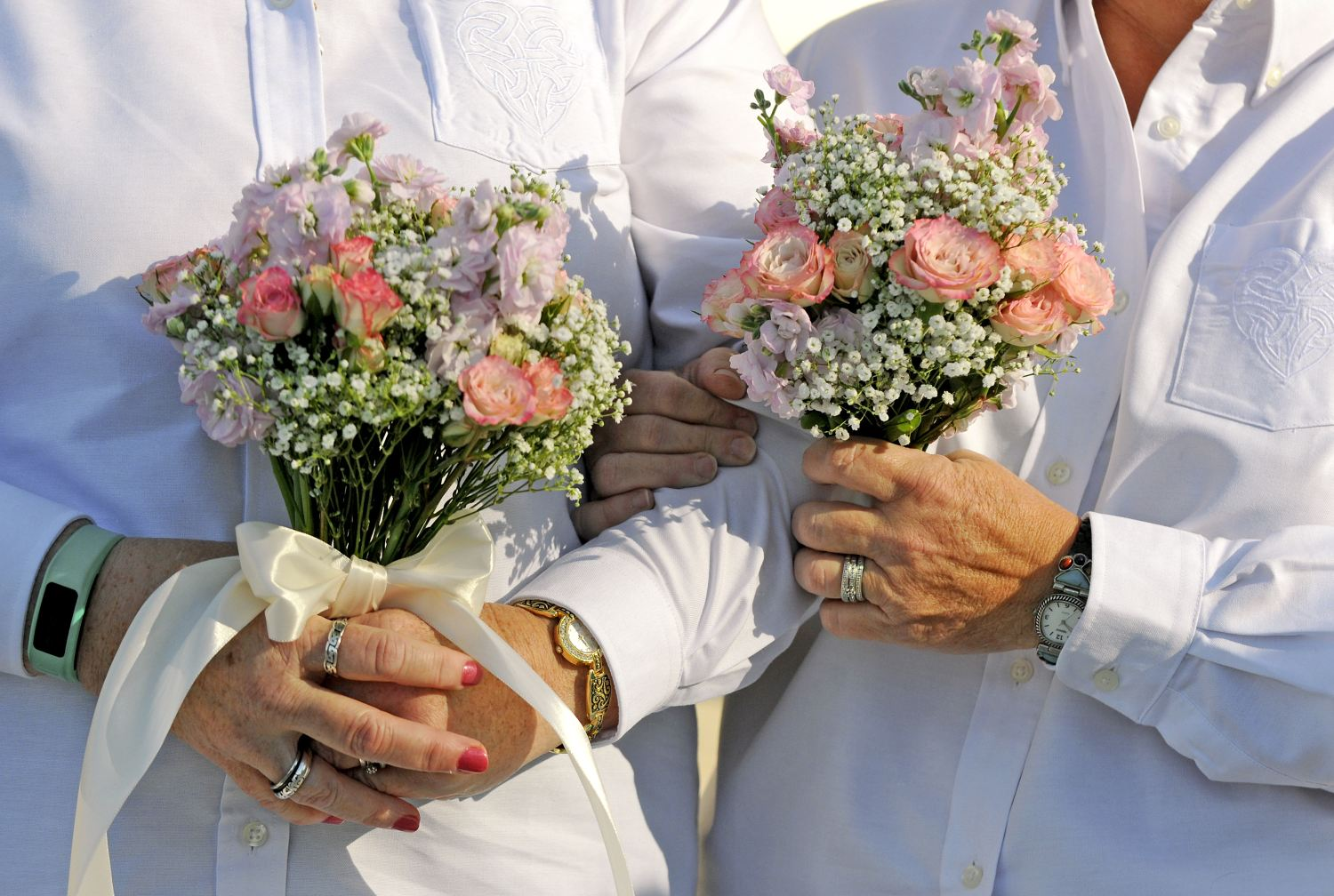 A couple holds matching bouquets as they are married in front of the Duval County Courthouse on Jan. 6, 2015, in Jacksonville, Fla. (AP Photo)