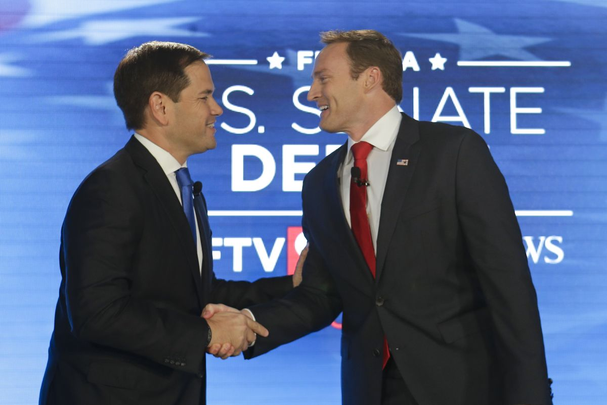 Sen. Marco Rubio, R-Fla., left, and Rep. Patrick Murphy, D-Fla., shake hands before their debate at the University of Central Florida, Monday, Oct. 17, 2016, in Orlando, Fla. (AP photo)