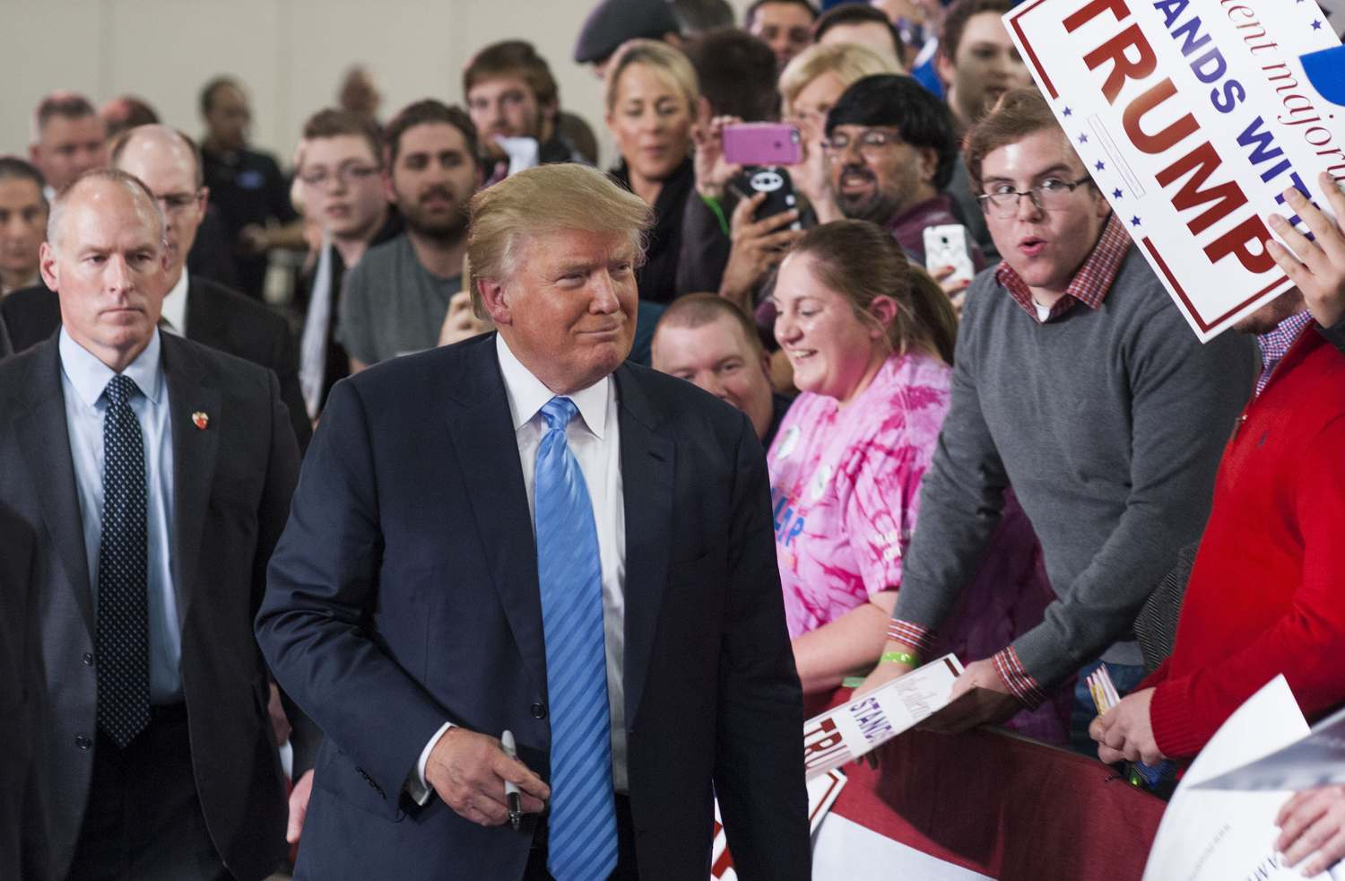 Republican Presidential candidate Donald Trump shakes hands and signs autographs with his supporters after speaking at a campaign rally  Nov. 23, 2015 in Columbus, Ohio. (Photo by Ty Wright/Getty Images)